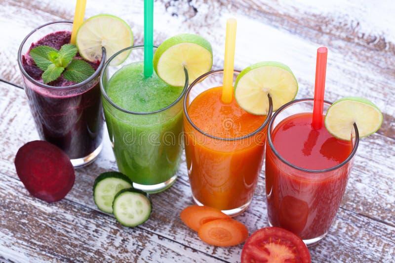 Gemüse, Frische Säfte Mischt Gesunde Getränke Der Frucht Auf ...