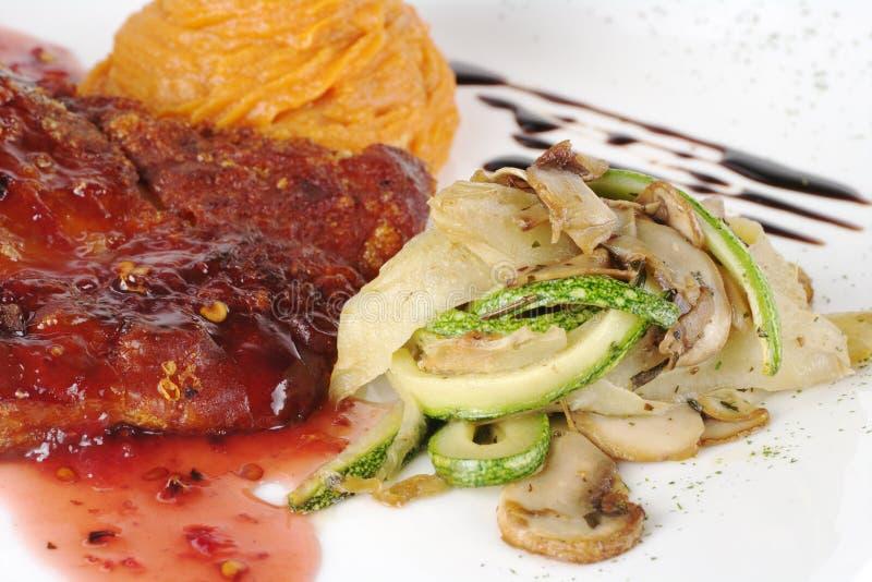 Gemüse mit Fleisch lizenzfreies stockbild