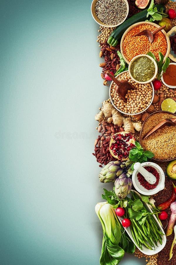Gemüse trägt Samen und Gewürze in einer Nahrungsmittelgrenze Früchte lizenzfreie stockfotos