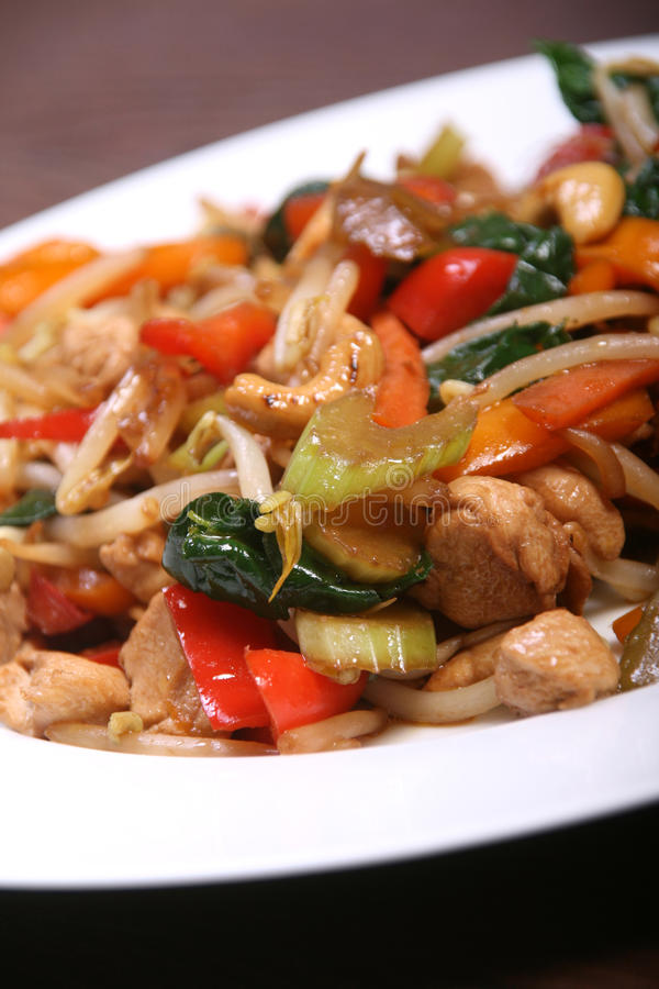 Gemüse und Huhnsauté stockbilder