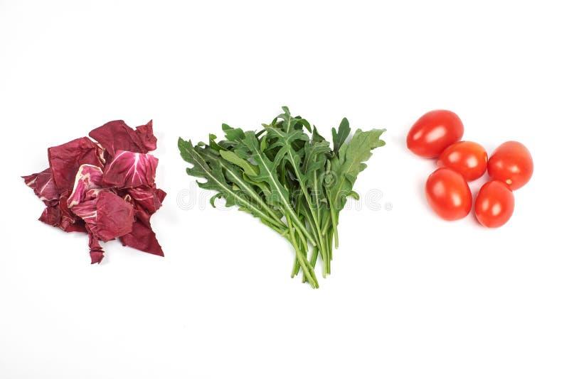 Gemüse- und Salatsatz für einen gesunden diätetischen Lebensstil lokalisiert auf weißem Hintergrund stockbild