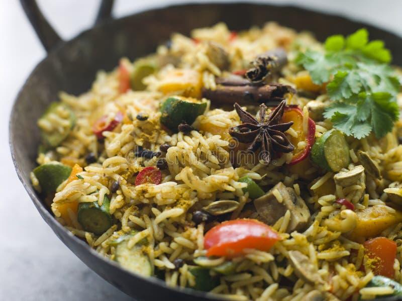 GemüseBiryani in einem großen Karahi lizenzfreies stockfoto