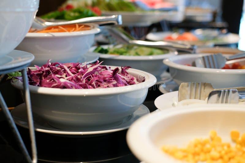 Gemüsenahrungsmittelbuffetverpflegung im Restauranthotel Essen von dinin stockfotografie