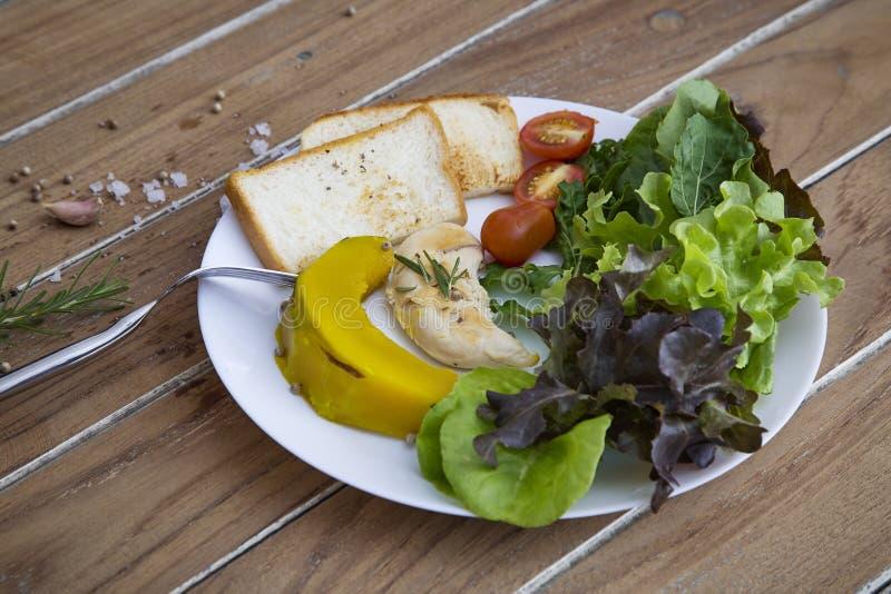 Gemüsesalat für Gesundheit stockfotografie