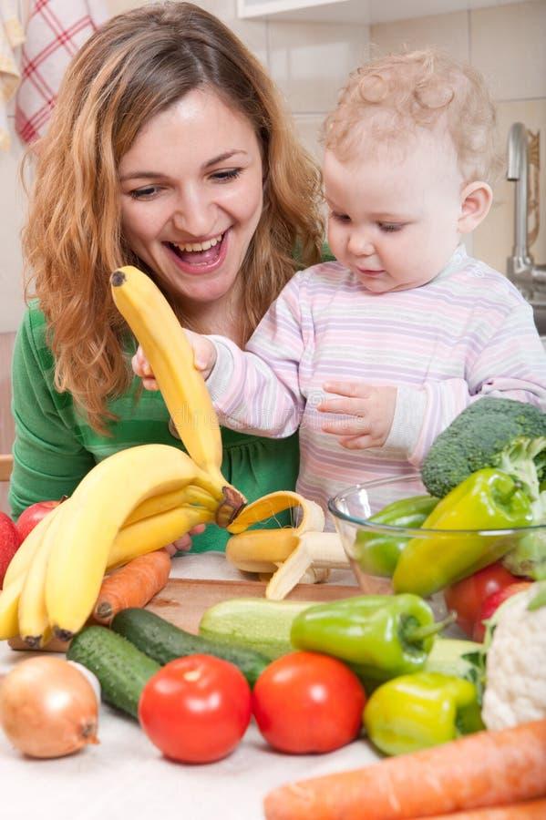 Gemüsesalatvorbereitung stockbilder