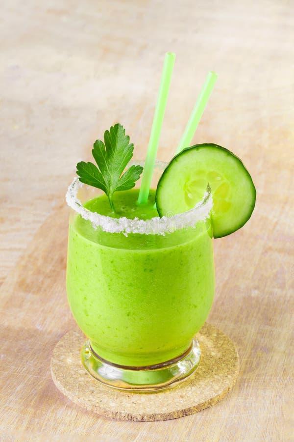 Gemüsesmoothie vom grünen Gemüse lizenzfreies stockbild