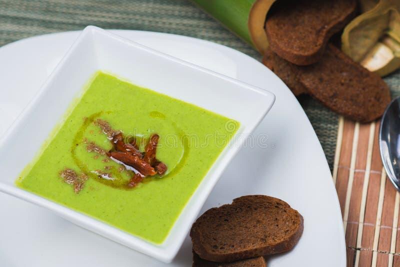 Gemüsesuppe mit Bambusschossen stockfoto