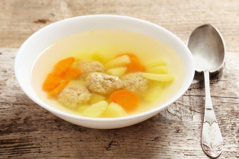 Gemüsesuppe mit Fleischklöschen stockbilder