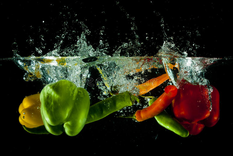 Gemüsewasserspritzen lizenzfreie stockfotografie