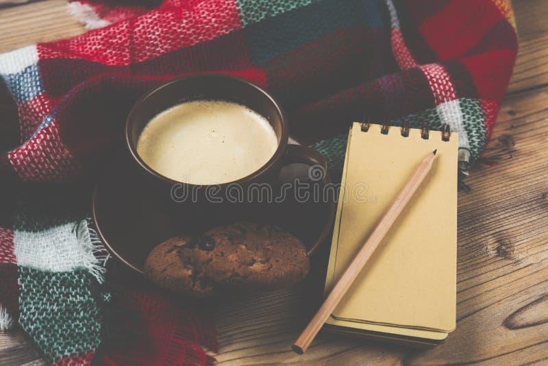 Gemütliche Hauptkaffeetasse, warme Details lizenzfreies stockfoto