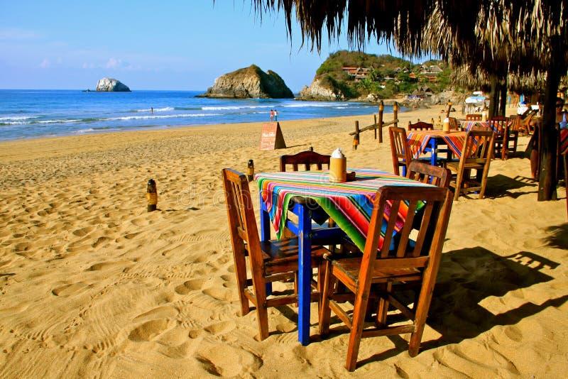 Gemütliche mexikanische Strandgaststätte lizenzfreie stockfotos