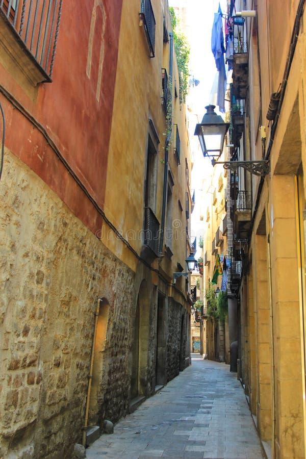 Gemütliche Straße in Barcelona Spanien lizenzfreies stockfoto