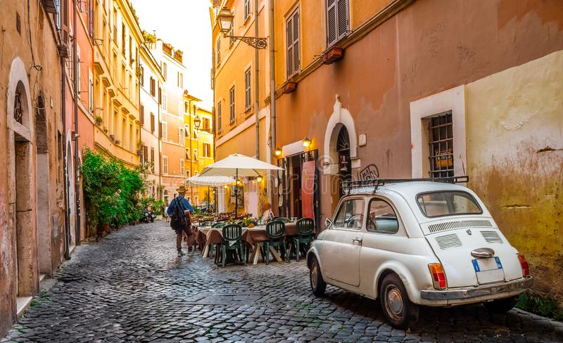 Gemütliche Straße in Trastevere, Rom, Europa lizenzfreies stockbild
