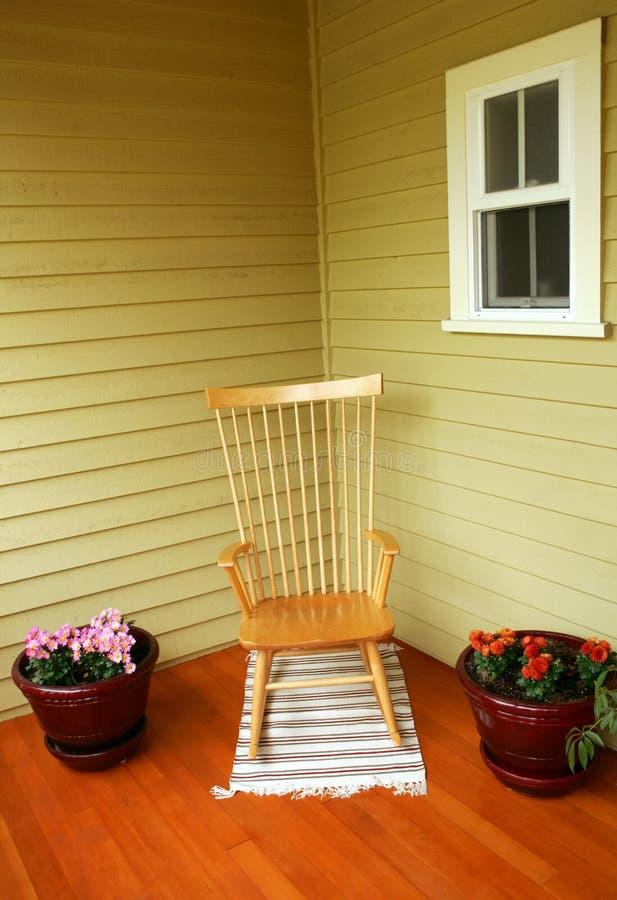 Gemütlicher Stuhl lizenzfreie stockfotos