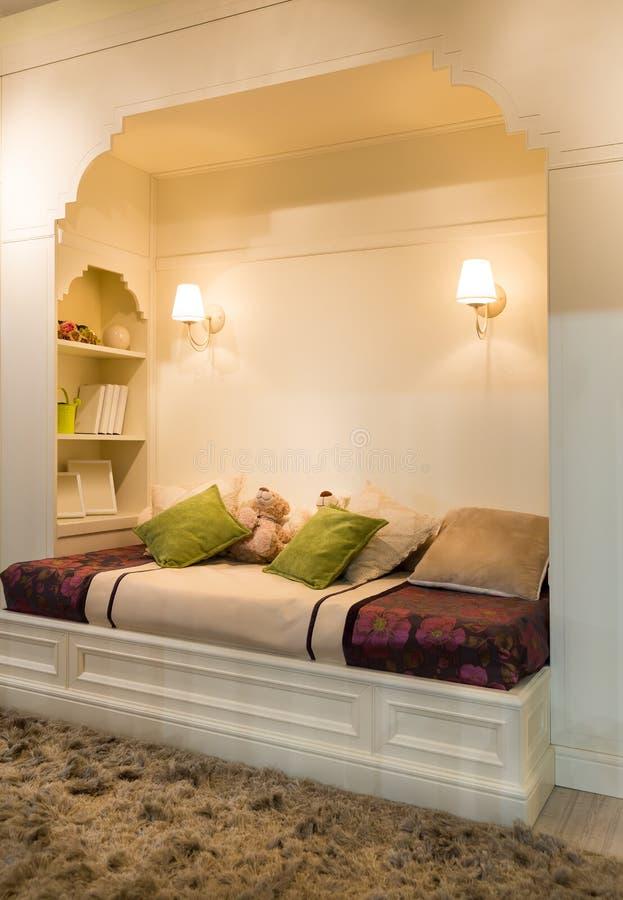 Gemütliches Schlafzimmer lizenzfreies stockbild