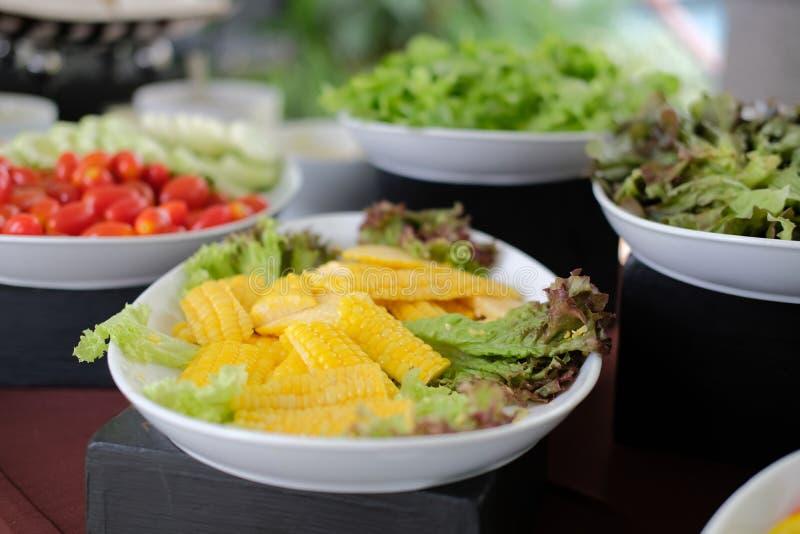 Gem?senahrungsmittelbuffetverpflegung im Restauranthotel Essen des Speisens im Bankett stockfotos