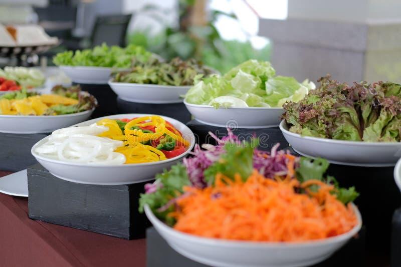 Gem?senahrungsmittelbuffetverpflegung im Restauranthotel Essen des Speisens im Bankett lizenzfreie stockfotos