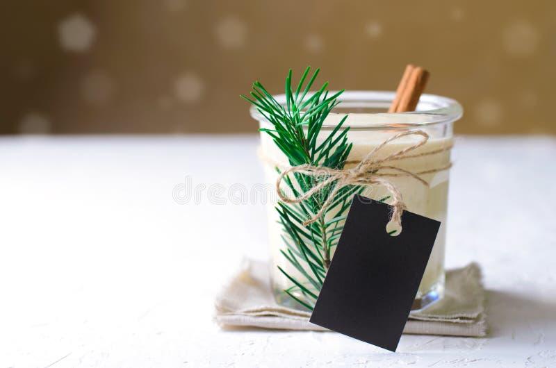 Gemada, bebida tradicional do Natal, cocktail com canela e noz-moscada por feriados de inverno imagem de stock