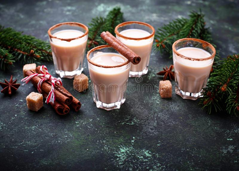Gemada do cocktail do Natal com canela fotos de stock