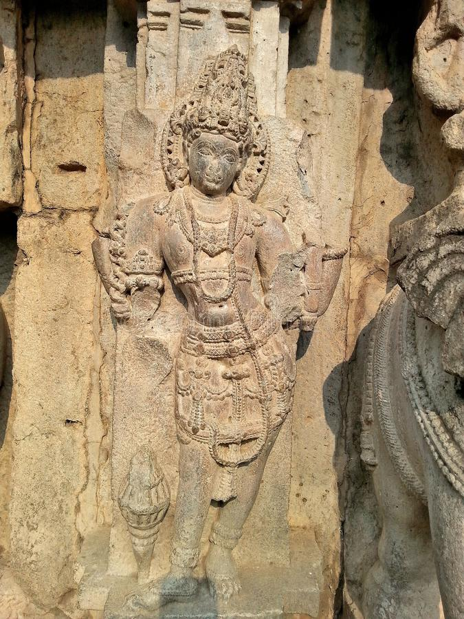 Gemaheltes Idol an der Außenwand des Kopeshwar-Tempels, Khidrapur, Kolhapur, Maharashtra, Indien stockfotos