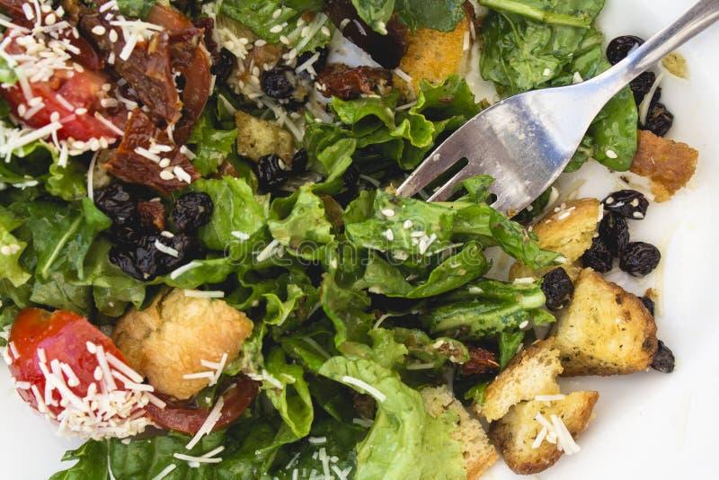 Gemakkelijk om heerlijk vers gemarineerd saladehoogtepunt van aroma te maken tas stock afbeelding