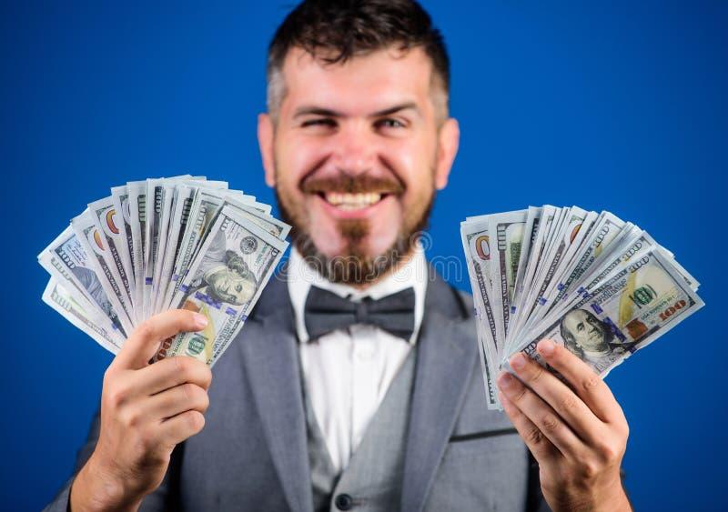 Gemakkelijke contant geldleningen Het concept van de winstloterij Zakenman geworden contant geldgeld Krijg contant geld gemakkeli royalty-vrije stock foto