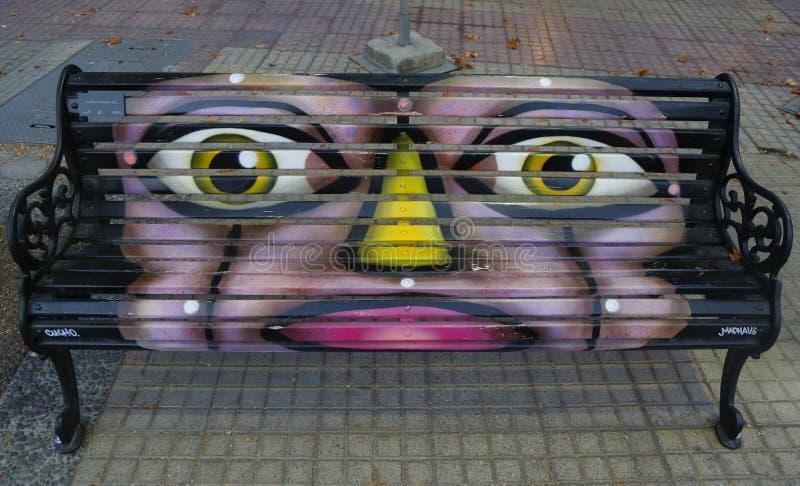 Gemalte Bänke von Santiago in Las Condes, Santiago de Chile stockfoto