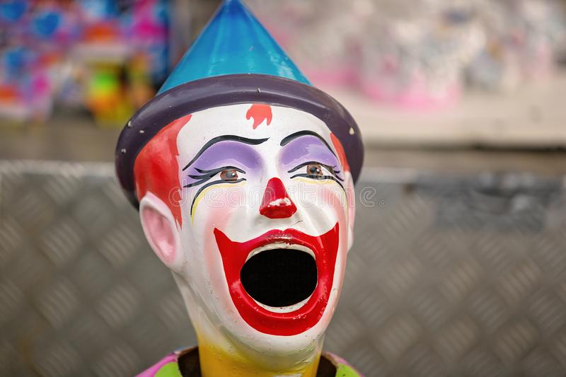 Gemalte Clown-Figurine On Sideshow-Gasse an a-Land Show lizenzfreies stockbild
