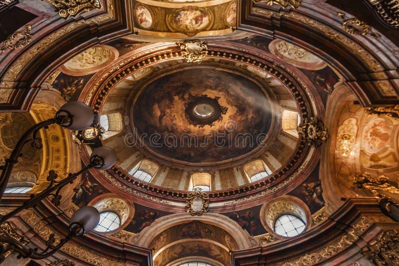 Gemalte Decke von St Peter Kirche lizenzfreie stockfotografie