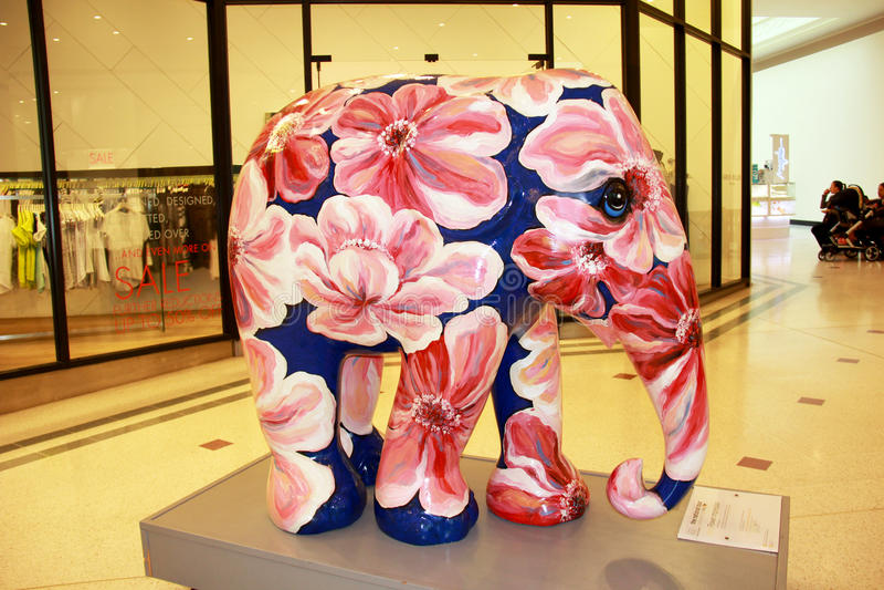 Gemalte Elefantstatue stockbilder