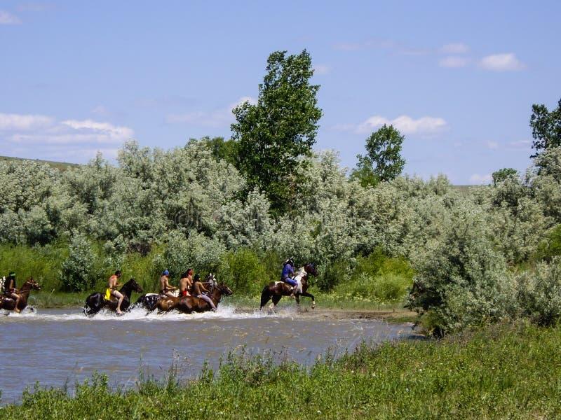 Gemalte Inder und gemalte Pferde stockbild