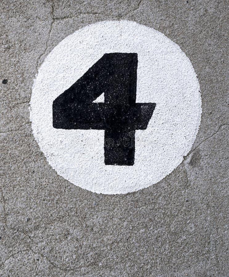 Gemalte Nr. vier auf Wand auf Wand stockfotos