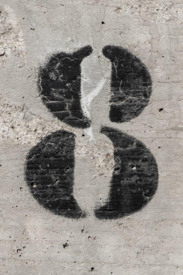 Gemalte Schablone der Nr. acht auf Betonmauer lizenzfreie stockbilder