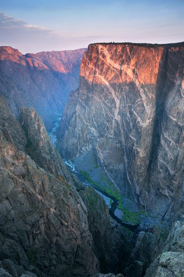 Gemalte Wand-Ansicht, schwarze Schlucht des Nationalparks Gunnison, in Montrose County, Colorado, US stockfoto