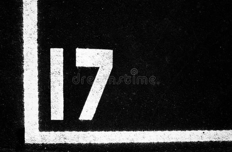 Gemalte Zahl auf Asphalt stockfotografie