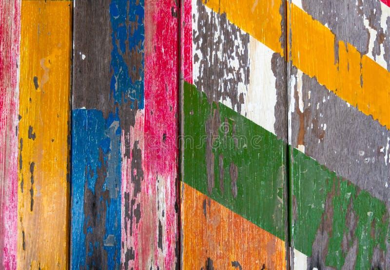 Gemalter alter hölzerner Hintergrund mit Schalenfarbe stockbild