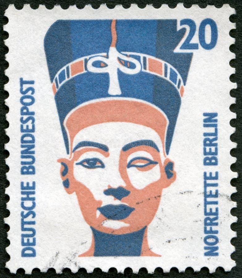 GEMANY - 1987: shower gör till drottning Neferneferuaten Nefertiti av Egypten, bysten, det egyptiska museet, Berlin royaltyfri foto