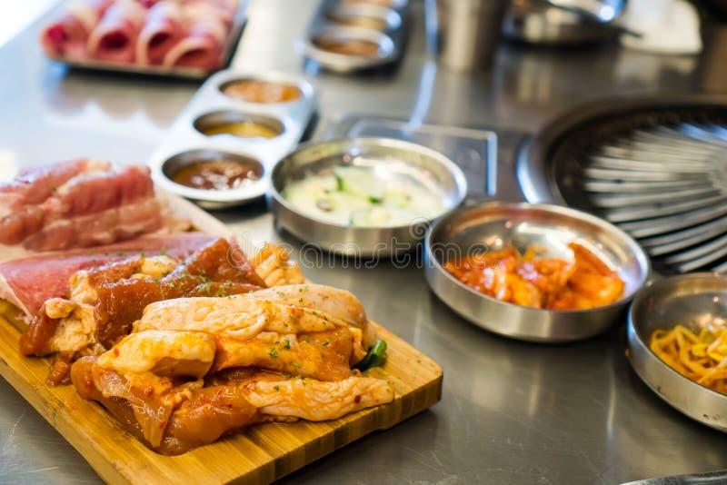 Gemarineerd te roosteren kip, varkensvlees en rundvlees royalty-vrije stock afbeeldingen