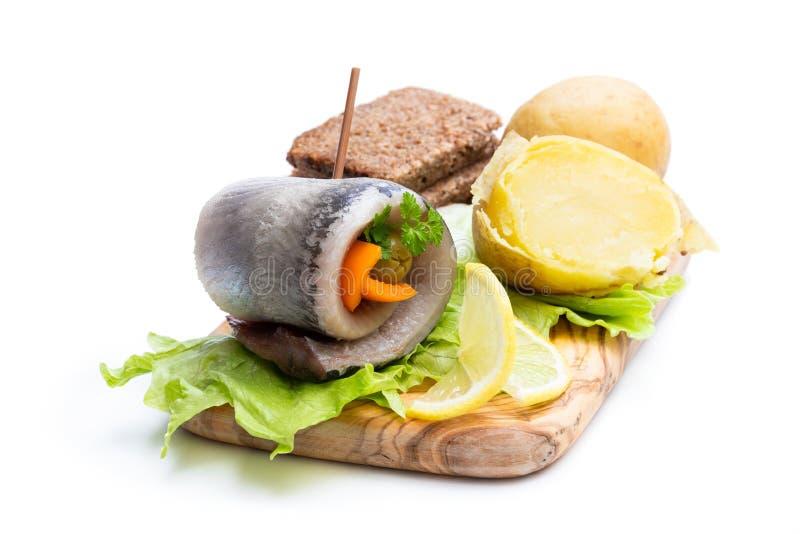 Gemarineerde haringenbroodjes met groenten royalty-vrije stock afbeeldingen