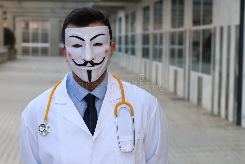 Gemaskeerde arts met exemplaarruimte stock foto's
