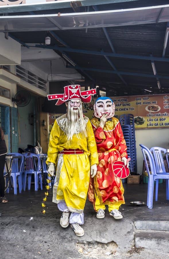 Gemaskeerde dansers in Quy Nonh royalty-vrije stock foto