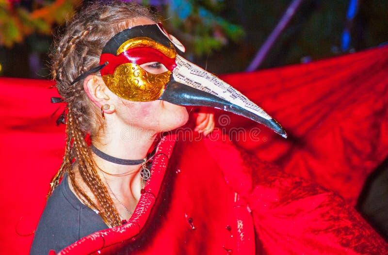 Gemaskeerde vrouw in Halloween royalty-vrije stock foto