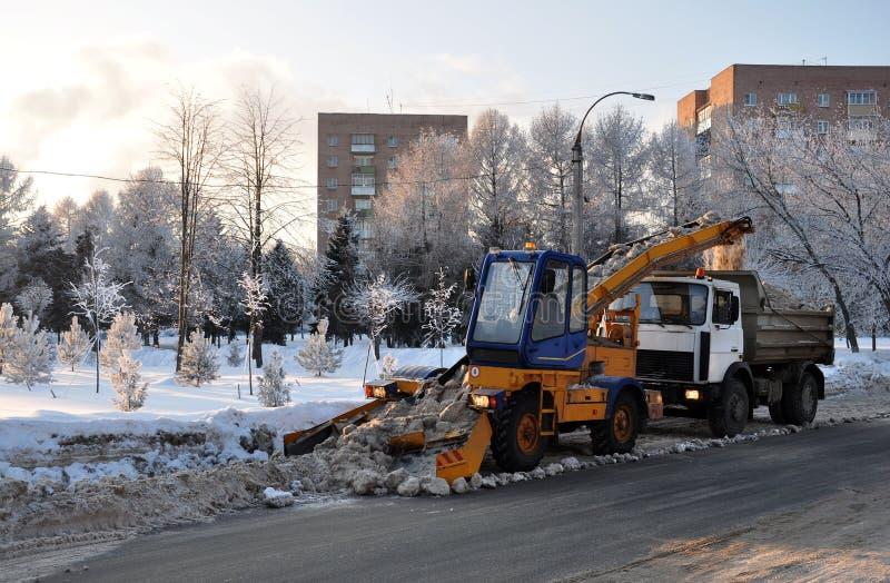 Gemechaniseerde sneeuwverwijdering. royalty-vrije stock fotografie