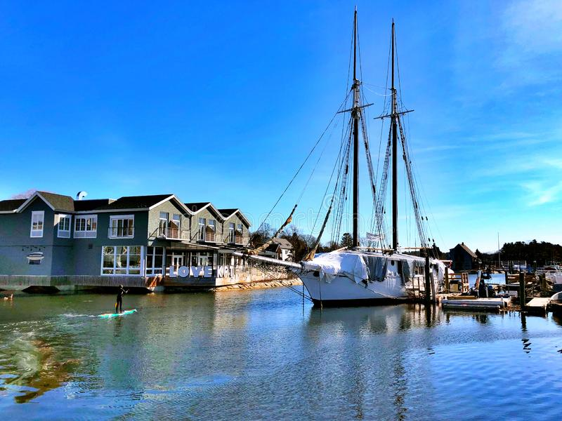 Gemeentelijke veerboten die op de waterkant van Portland worden geparkeerd royalty-vrije stock afbeeldingen