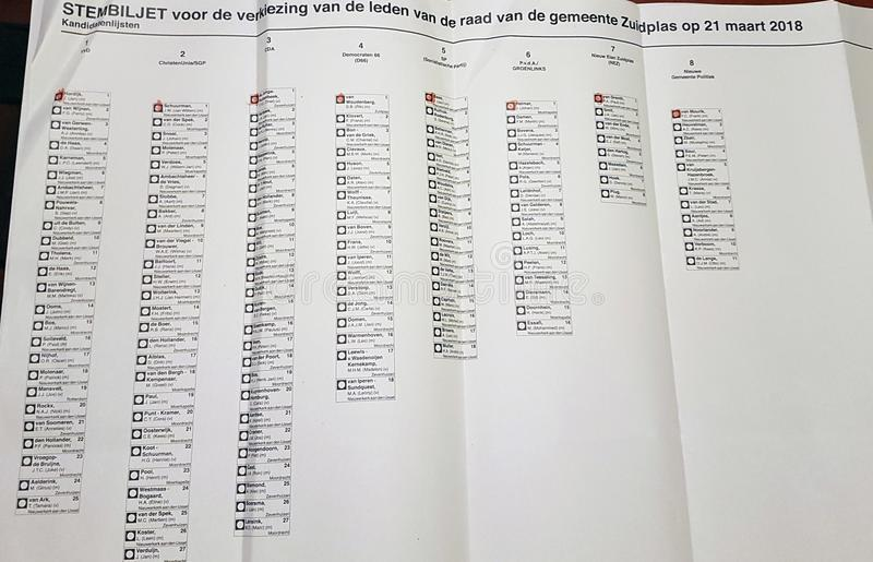Gemeenteraadverkiezingen Nederland 2018: Stemming van gemeente van Zuidplas, ongeldige wegens meer dan één stem tegelijkertijd stock foto
