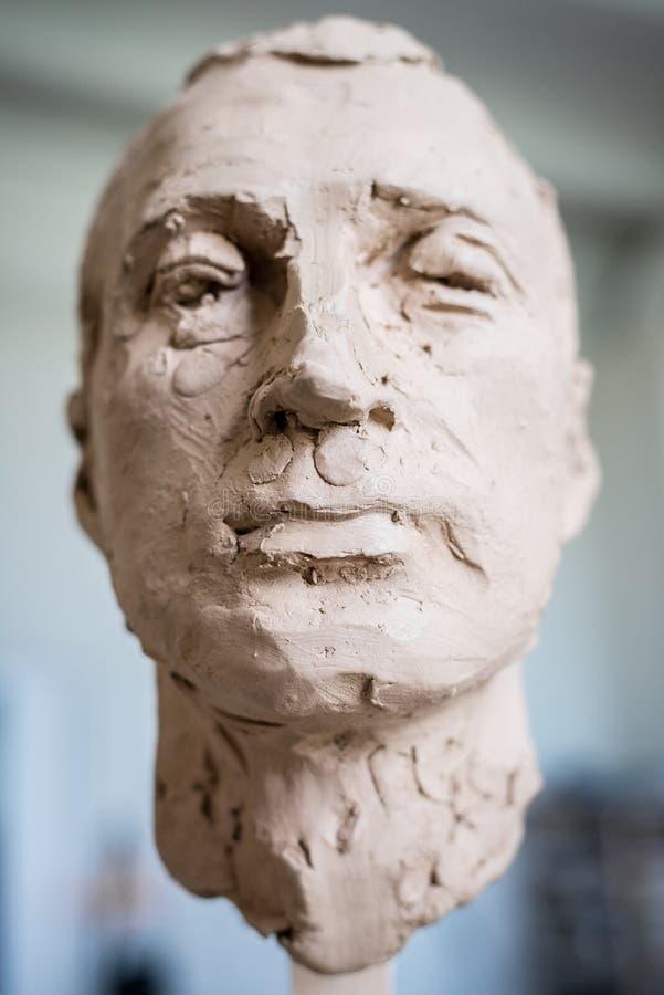 Gemeißelte Skulptur Eines Männlichen Kopfes, Sprengen Vertikalen ...