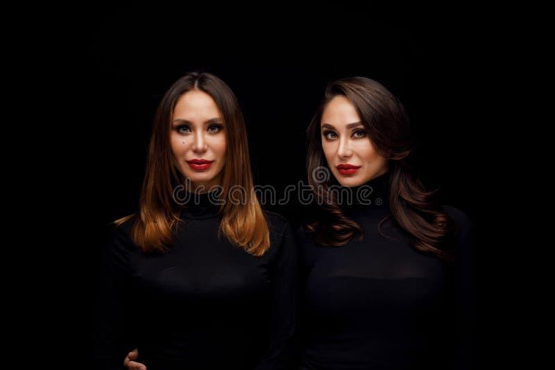 Gemelos hermosos de las muchachas foto de archivo libre de regalías