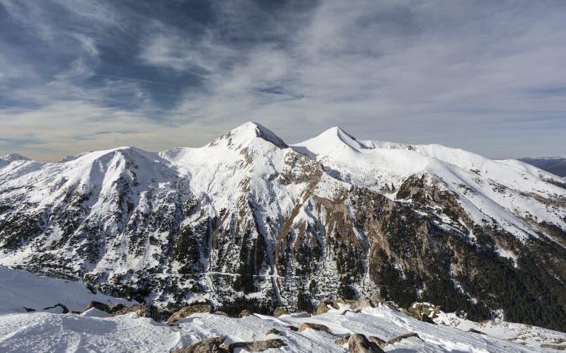 Gemelos - picos de montaña fotos de archivo