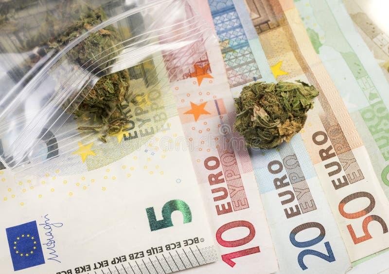 Gemengde euro waarde en geneeskrachtige marihuana stock afbeeldingen