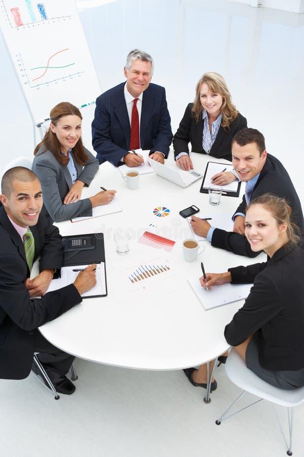 Gemengde groep in commerciële vergadering royalty-vrije stock fotografie